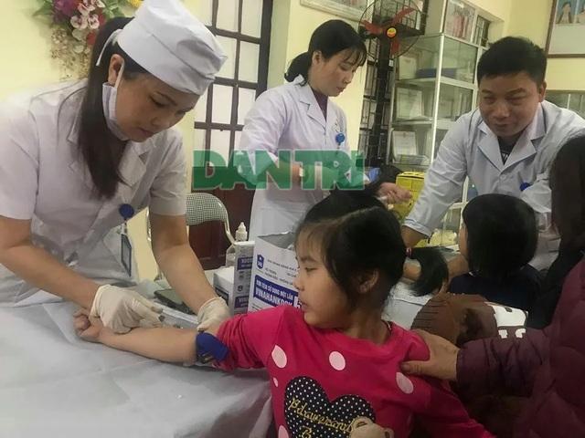 Vụ học sinh nhiễm sán lợn ở Bắc Ninh: Đình chỉ công tác thêm một số cán bộ - 1