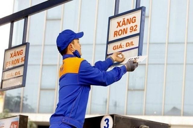 Xăng dầu tiếp tục chịu áp lực tăng giá trong phiên điều hành hôm nay - 1
