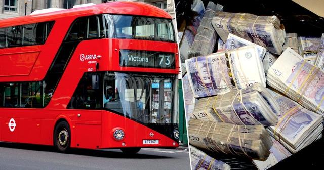 Nhặt được túi đựng hơn 9 tỷ đồng trên xe buýt, cô lao công đem nộp cảnh sát - 1