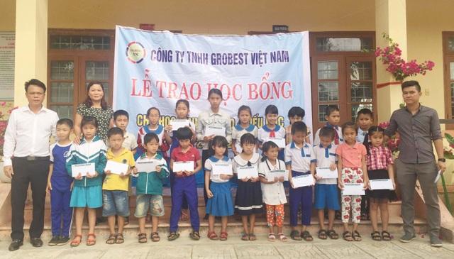 Trao 130 suất học bổng Grobest đến học sinh nghèo tỉnh Quảng Trị - 1