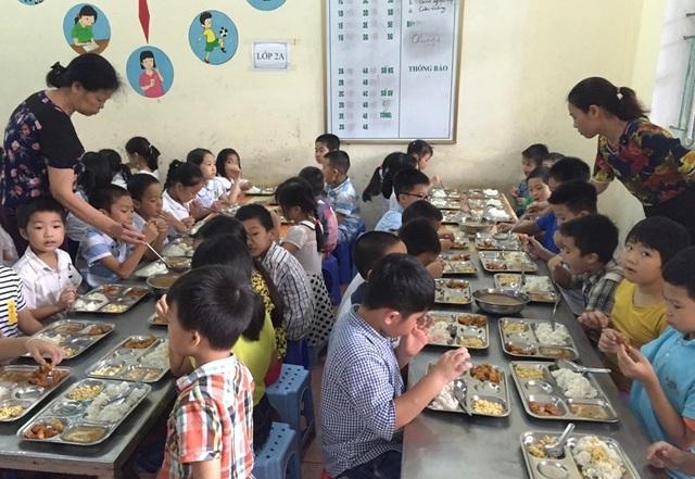 Thanh Hóa: Lưu mẫu thức ăn bán trú của học sinh - 1