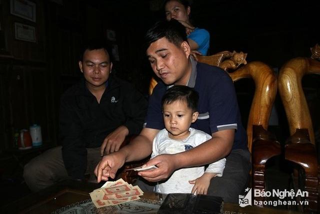 Nghệ An: Dọn nhà, phát hiện cọc tiền cổ thời ông cha để lại - 1