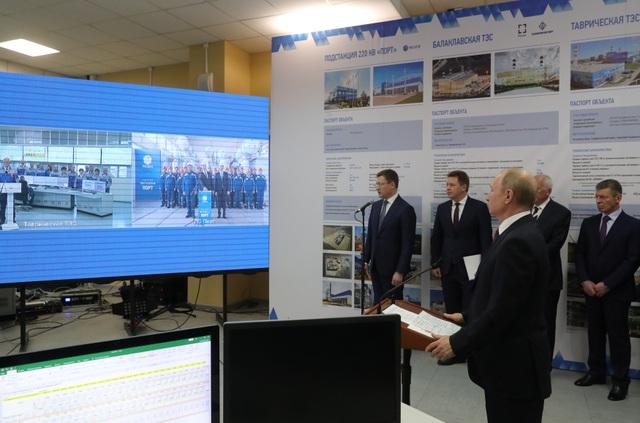 Ông Putin khai trương 2 nhà máy điện mới tại Crimea sau khi Ukraine cắt điện - 1