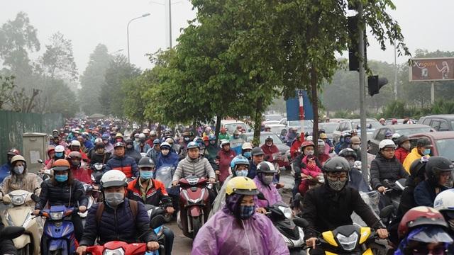 Chủ tịch Hà Nội: Chưa có quyết định cấm xe máy - 1