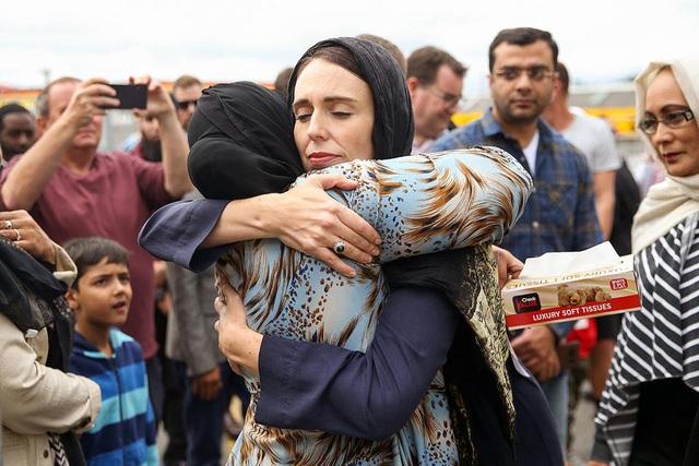 Thế giới khen ngợi sự sẻ chia và bản lĩnh của Thủ tướng New Zealand giữa những ngày đen tối - 2