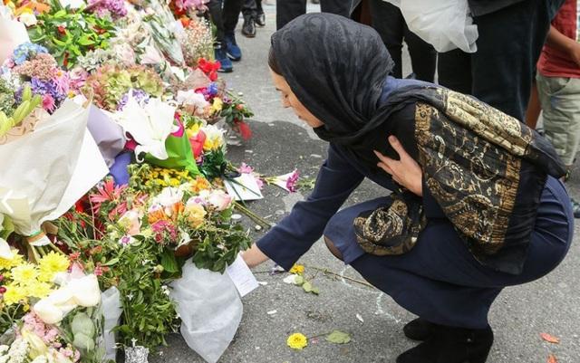Thế giới khen ngợi sự sẻ chia và bản lĩnh của Thủ tướng New Zealand giữa những ngày đen tối - 1