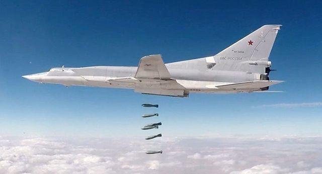 """Nga đưa """"sát thủ diệt hạm"""" Tu-22M3 và tên lửa Iskander tới Crimea đề phòng Mỹ - 1"""
