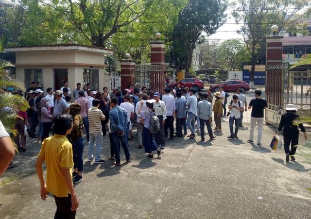 Dân vây công ty bất động sản đòi sổ đỏ