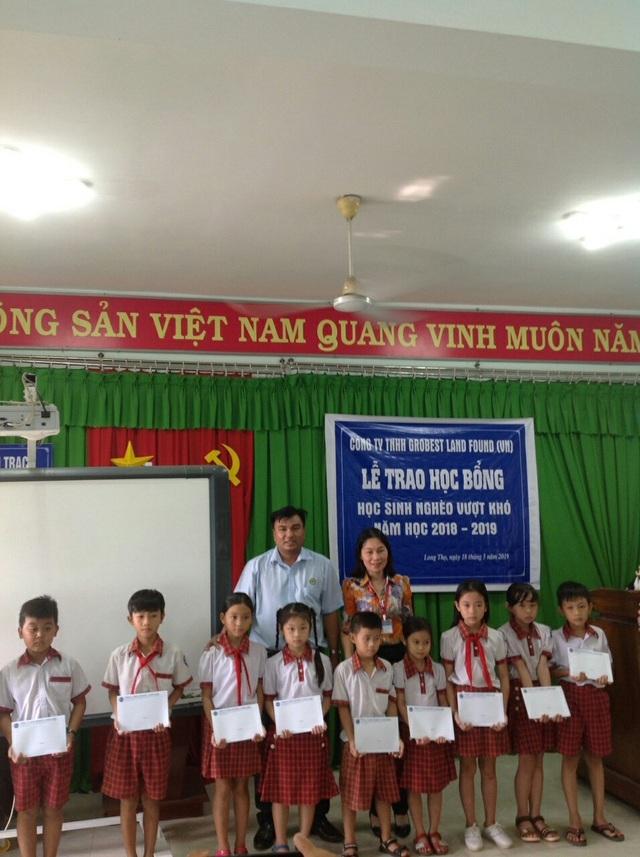 Trao học bổng Grobest đến học sinh nghèo tại Bà Rịa- Vũng Tàu và Đồng Nai - 3
