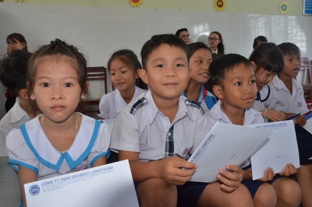 Công ty Grobest Việt Nam trao 250 suất học bổng đến học sinh nghèo tỉnh Quảng Ngãi - 4