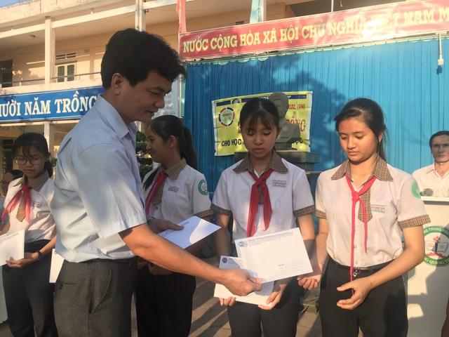 Công ty Grobest Việt Nam trao 250 suất học bổng đến học sinh nghèo tỉnh Quảng Ngãi - 2