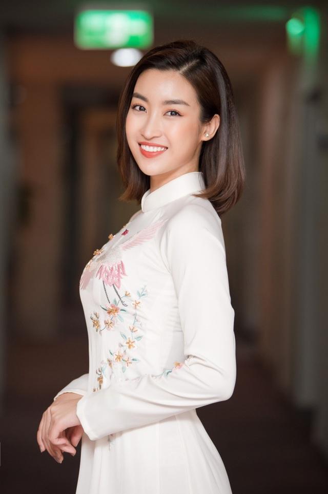 """Ngọc Hân, Đỗ Mỹ Linh chúc mừng HHen Niê là """"gương mặt trẻ tiêu biểu của năm"""" - 6"""