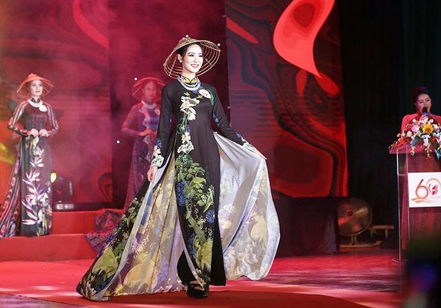 Nữ sinh biên đạo múa đăng quang Hoa khôi ĐH Văn hóa - 1