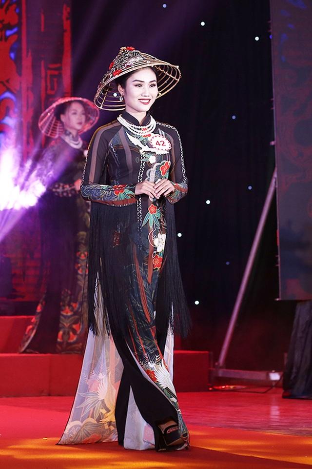 Nữ sinh biên đạo múa đăng quang Hoa khôi ĐH Văn hóa - 12
