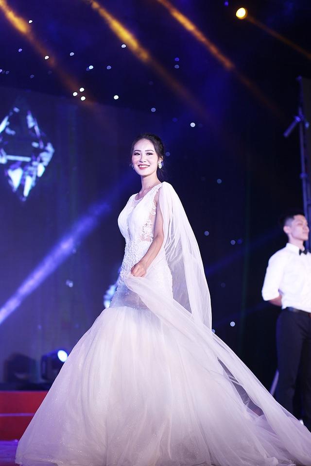 Nữ sinh biên đạo múa đăng quang Hoa khôi ĐH Văn hóa - 2