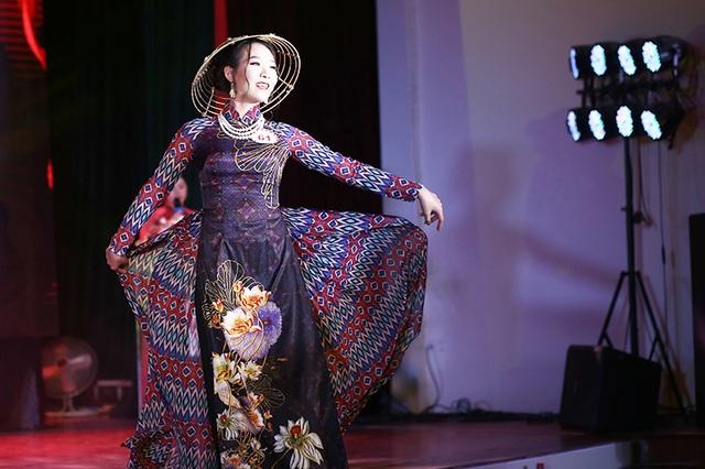 Nữ sinh biên đạo múa đăng quang Hoa khôi ĐH Văn hóa - 9
