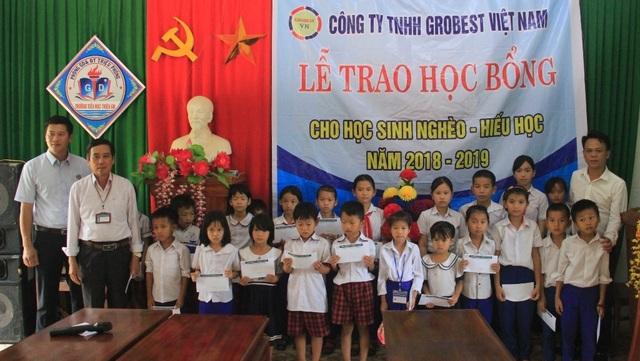 Trao 130 suất học bổng Grobest đến học sinh nghèo tỉnh Quảng Trị - 5