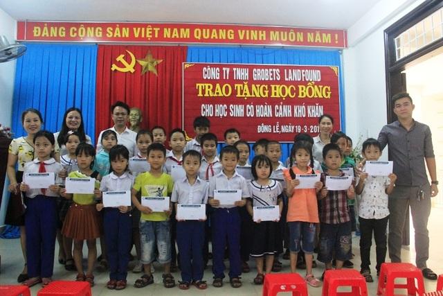 Trao 130 suất học bổng Grobest đến học sinh nghèo tỉnh Quảng Trị - 4