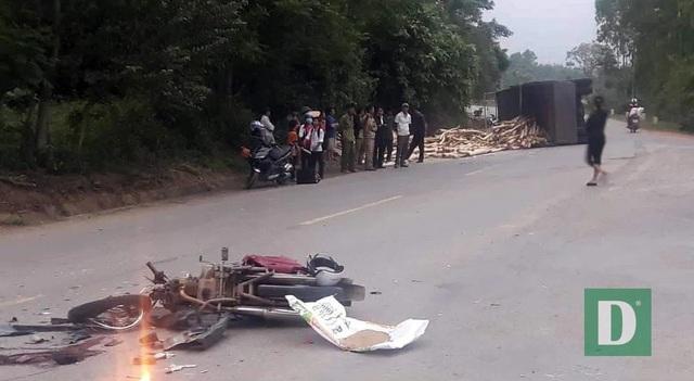 Xe tải tông sập tiệm cắt tóc, tài xế bị bắt đền 250 triệu đồng - 4