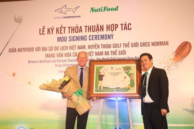 """NutiFood và Đại sứ Du lịch Việt Greg Norman """"bắt tay"""" để lan tỏa Cà Phê Sữa Việt! - 1"""