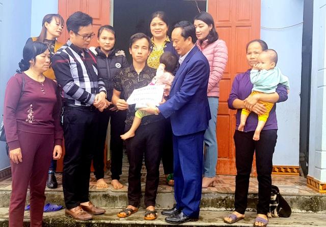 Bạn đọc giúp đỡ 2 hoàn cảnh nhân ái ở xứ Nghệ hơn 240 triệu đồng  - 4