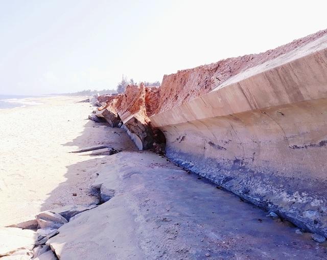 Kè biển 80 tỷ vừa sử dụng đã bị sóng đánh bay: Các bên xin rút kinh nghiệm! - 3