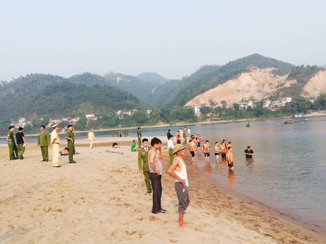 8 học sinh chết đuối trên sông Đà - 5