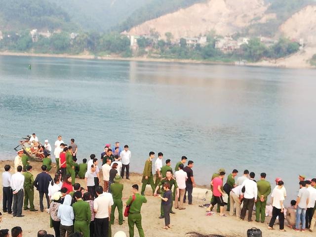 8 học sinh chết đuối trên sông Đà - 2