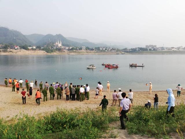 8 học sinh chết đuối trên sông Đà - 6