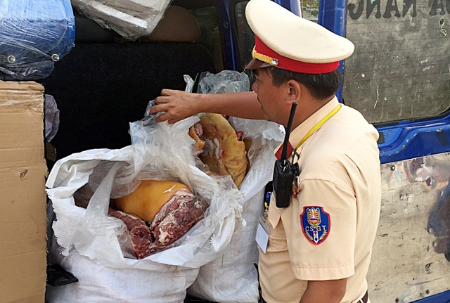 Bắt giữ 200kg lợn không rõ nguồn gốc