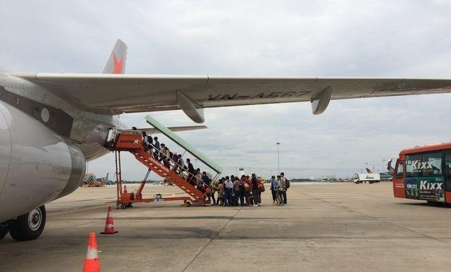 TPHCM: Chánh Văn phòng Sở GD-ĐT, Hiệu trưởng trường THPT chuyên Lê Hồng Phong đi nước ngoài sai quy định - 1