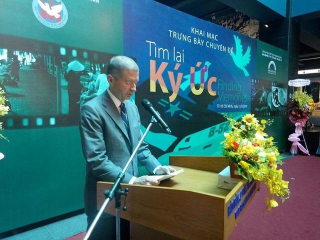 Cha tôi đã trở về bằng sự nhân đạo của người Việt Nam - 2