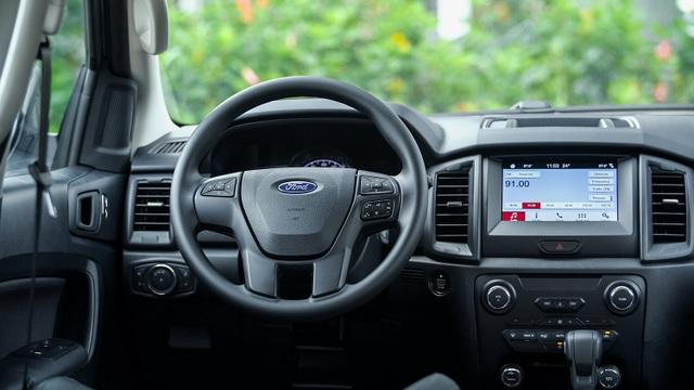 Ford Everest Ambiente - Bạn đồng hành lý tưởng trên mọi nẻo đường - 2