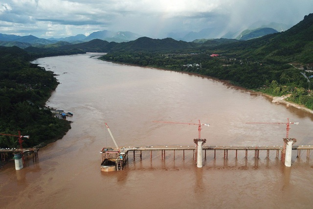 Đường sắt nối Trung Quốc - Lào 7 tỷ USD hoàn thiện một nửa, vận hành năm 2021 - 1