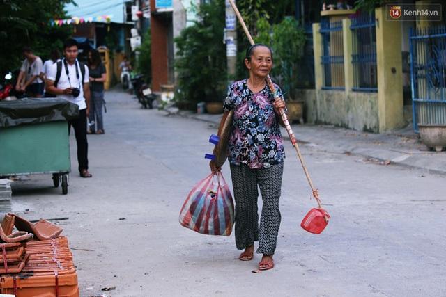 Người mẹ 60 năm chạy theo đút cơm cho con - 7
