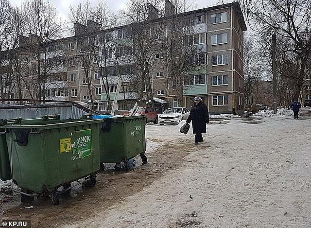 Chuyển dạ lúc đang tiệc tùng, mẹ vứt con vào thùng rác để tiếp tục nhảy múa
