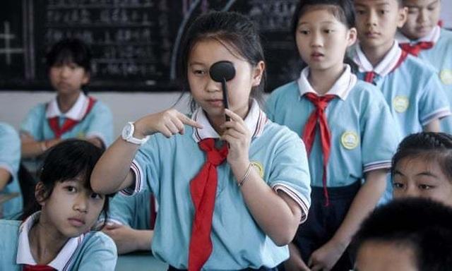 Lo ngại học sinh cận thị tăng, tỉnh Chiết Giang cấm giao bài về nhà trên ứng dụng điện thoại - 1