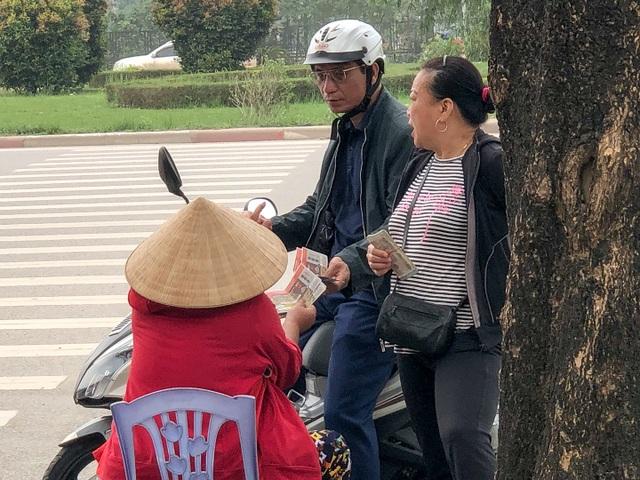 """Vé chợ đen xem U23 Việt Nam ế ẩm, phe vé """"méo  mặt"""" - 5"""