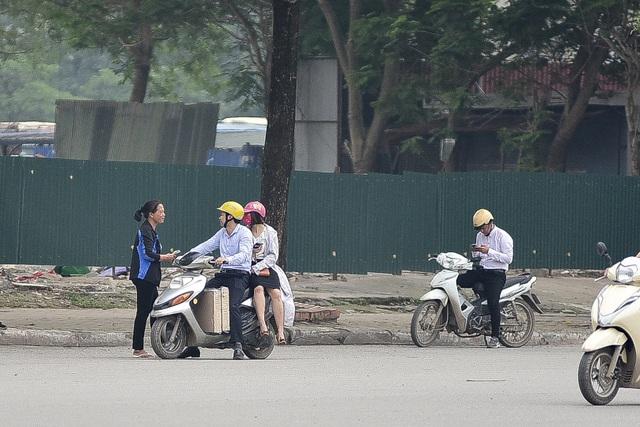 """Vé chợ đen xem U23 Việt Nam ế ẩm, phe vé """"méo  mặt"""" - 6"""