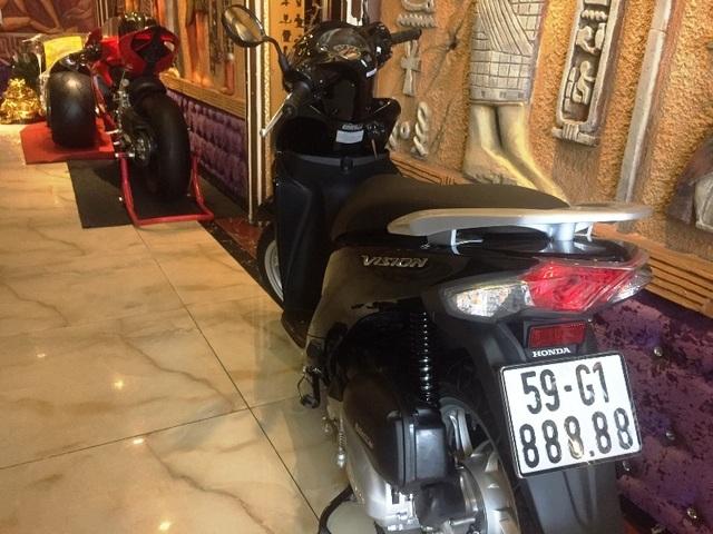 Đeo biển ngũ quý 8, chiếc xe máy bình dân lên đời với giá 200 triệu đồng - 1