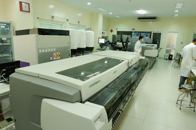 2 bệnh viện lớn được trao chứng nhận quốc tế về quản lý chất lượng xét nghiệm lâm sàng - 1
