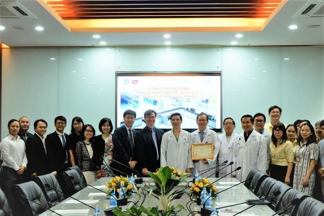 2 bệnh viện lớn được trao chứng nhận quốc tế về quản lý chất lượng xét nghiệm lâm sàng - 2