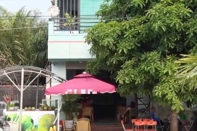 Đang ngồi trong quán cà phê, một phụ nữ bị đâm chết - 1