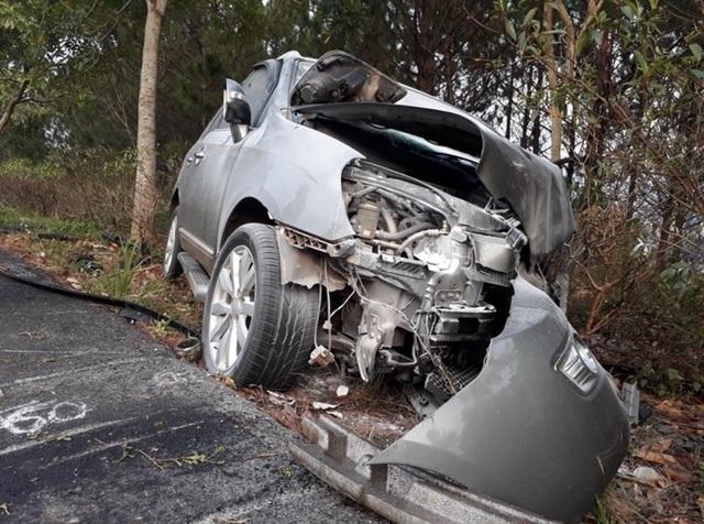 Ô tô mất lái trên cao tốc, lao qua dải phân cách, tông nát xe ngược chiều - 2