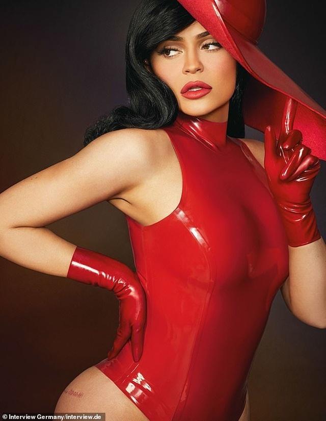 Kylie Jenner ngày càng nóng bỏng - 3