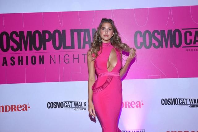 Kara Del Toro diện váy hồng khoe ngực căng tròn - 2