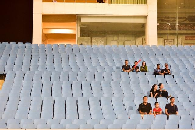 Sân Mỹ Đình vắng khán giả trong ngày U23 Việt Nam thắng U23 Brunei - 13