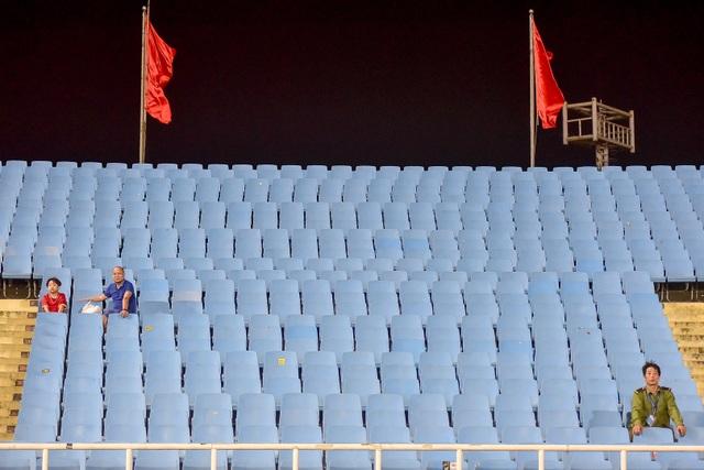 Sân Mỹ Đình vắng khán giả trong ngày U23 Việt Nam thắng U23 Brunei - 10