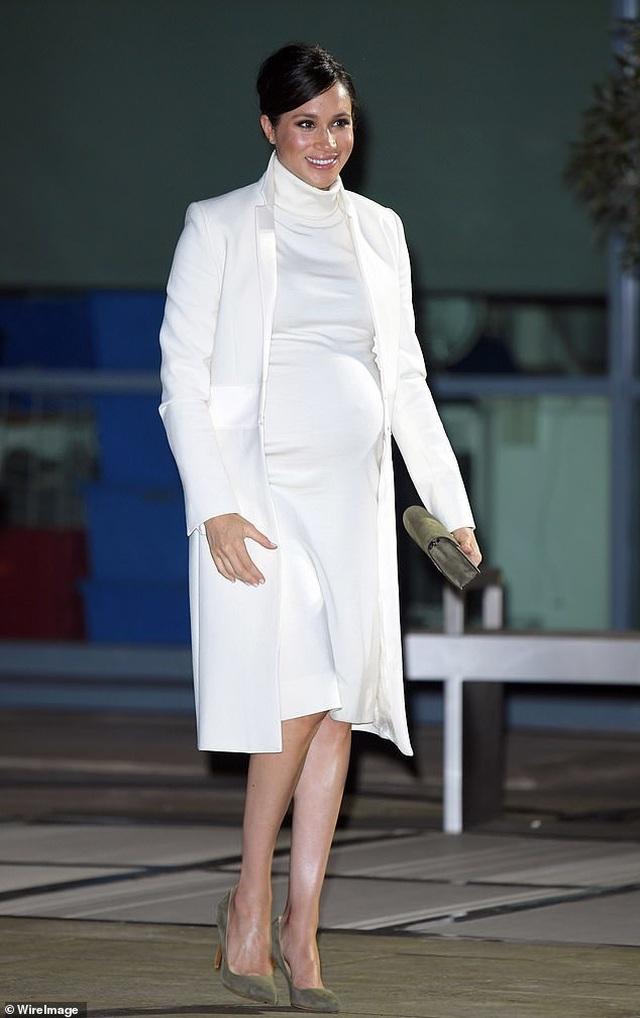 Những bộ đồ đẹp mắt của bà bầu Meghan Markle - 5