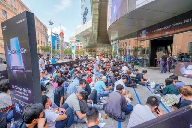 Galaxy S10 bán chạy gấp đôi Galaxy S9, thiết lập kỷ lục mới tại Việt Nam - 1